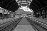 """""""Å være på rett spor uten å gjøre noe, betyr at du vil bli truffet av toget. """" Igor Sikorsky"""